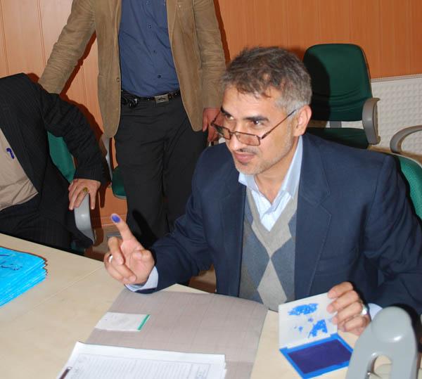 سردار جواد درویش وند با حضور در ستاد انتخابات كشور براي كانديداتوري در انتخابات مجلس نهم ثبت نام كرد