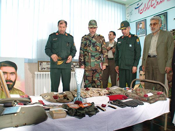 عکس های سردار جواد درویش وند - ادای احترام به مقام شامخ شهدا (2)