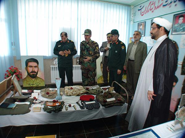 عکس های سردار جواد درویش وند - ادای احترام به مقام شامخ شهدا (3)