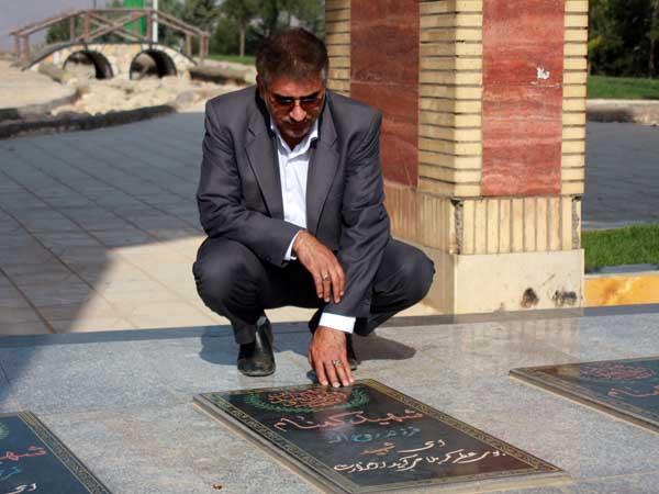 حضور سردار درویش وند در گلزار شهدای گمنام شهرستان خرم آباد و تجدید میثاق با شهدای والا مقام جنگ تحمیلی